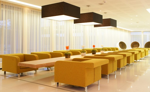 122dlhb_i_lobby-yellow-chairs1