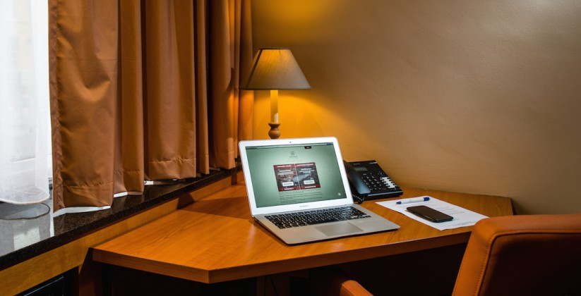 Arass Hotel Standard room Desk2