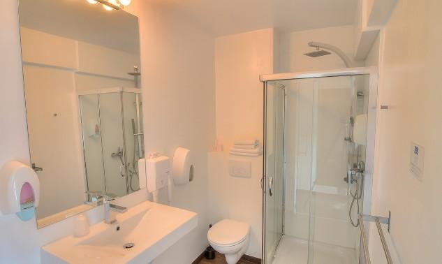 bathroom1ha1