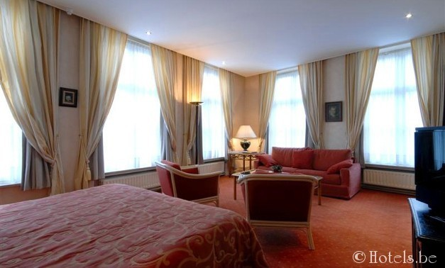 hotel duc de bourgogne find a hotel at the best prices. Black Bedroom Furniture Sets. Home Design Ideas
