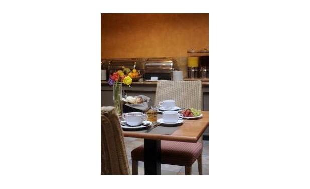 ontbijttafel-met-achtergrond_lr
