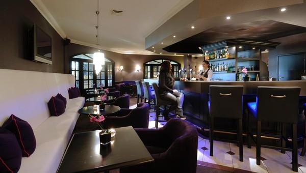 carousel_wide_1024x768_Hotel Van der Valk Nazareth Bar-1